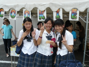g3 9-12-10 3rd grader with friends and cookies.JPG