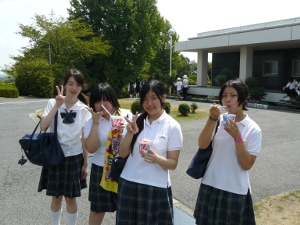 g3 9-12-10 3rd graders with shaved ice.JPG